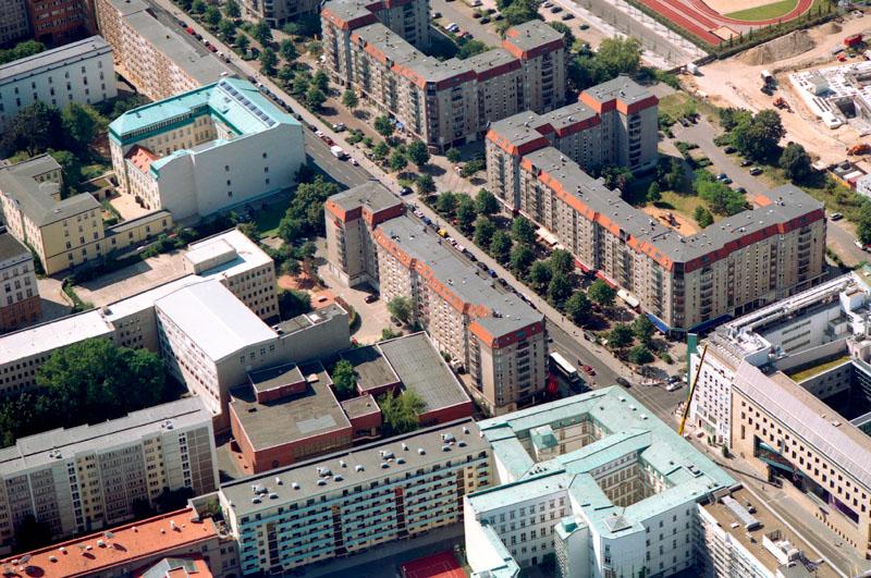 Wohnkomplexe an der Wilhelmstraße, Plattenbau in Bildmitte 2017 abgerissen