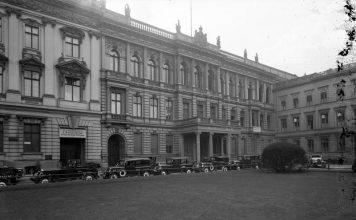 Palais Blücher am Pariser Platz 2
