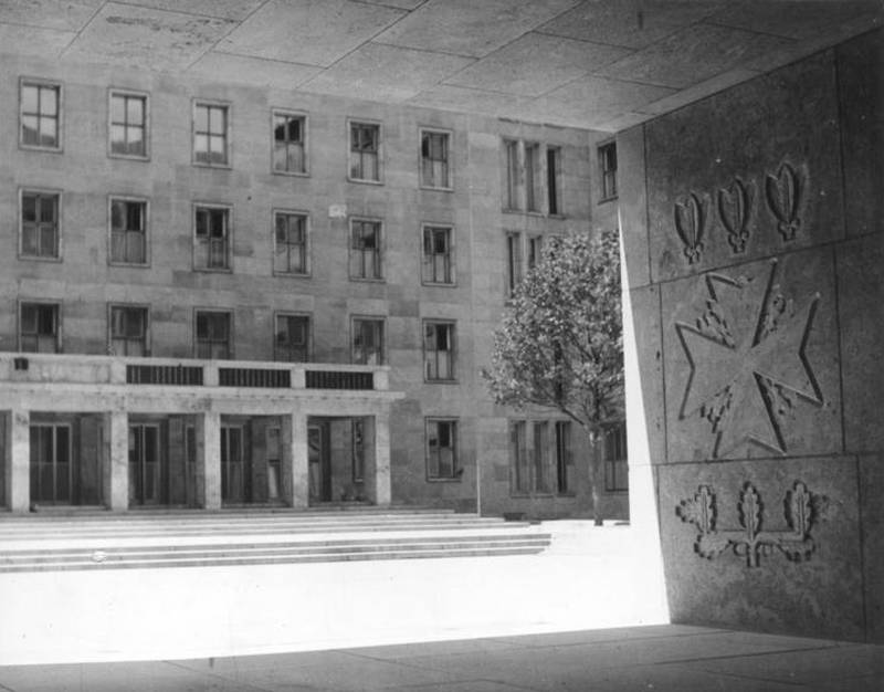 Reliefschmuck Innenhof Reichsluftfahrtministerium