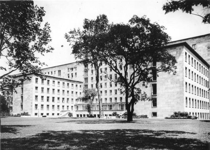 Reichsluftfahrtministerium Innenhof, Berlin 1936