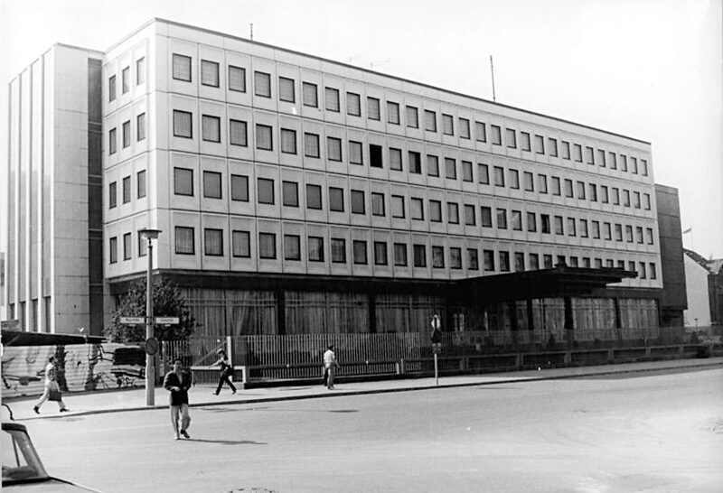Botschaft der Koreanischen Volksrepublik in der Glinkastraße 5–7