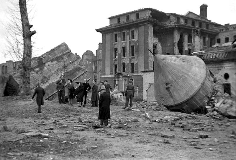 Die zerstörte Reichskanzlei