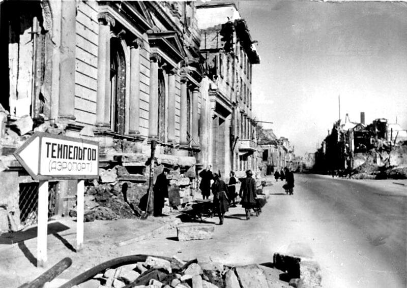 Blick in die zerstörte Wilhelmstraße, 1946