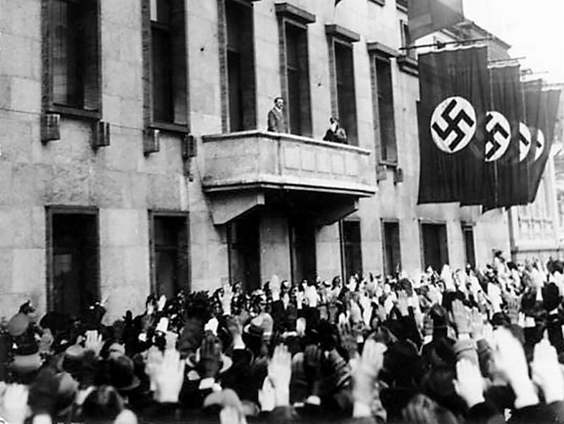 Hitler auf dem Balkon der Reichskanzlei