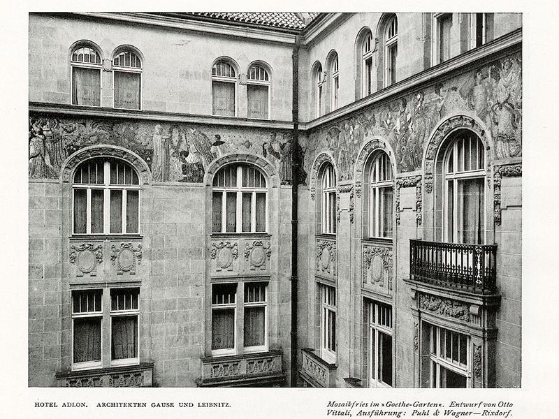 Hotel Adlon, Mosaikfries im Goethe-Garten