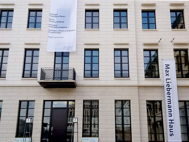 "Eugen Gomringer ""avenidas"" am Max Liebermann Haus"
