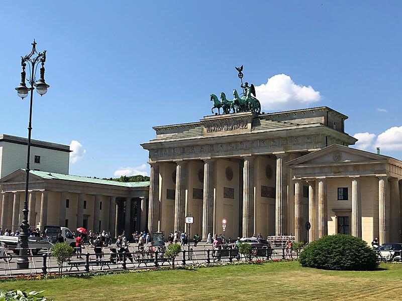 Brandenburger Tor mit südlichem und nördlichen Torhaus